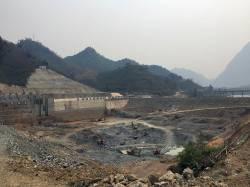 Nam Ou River dam. By Ashley Scott Kelly, 2018.
